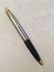 2006 Parker Frontier Steel Flighter Gold Trim Ballpoint Pen-uk-blue Ink-superb. Facile à Utiliser