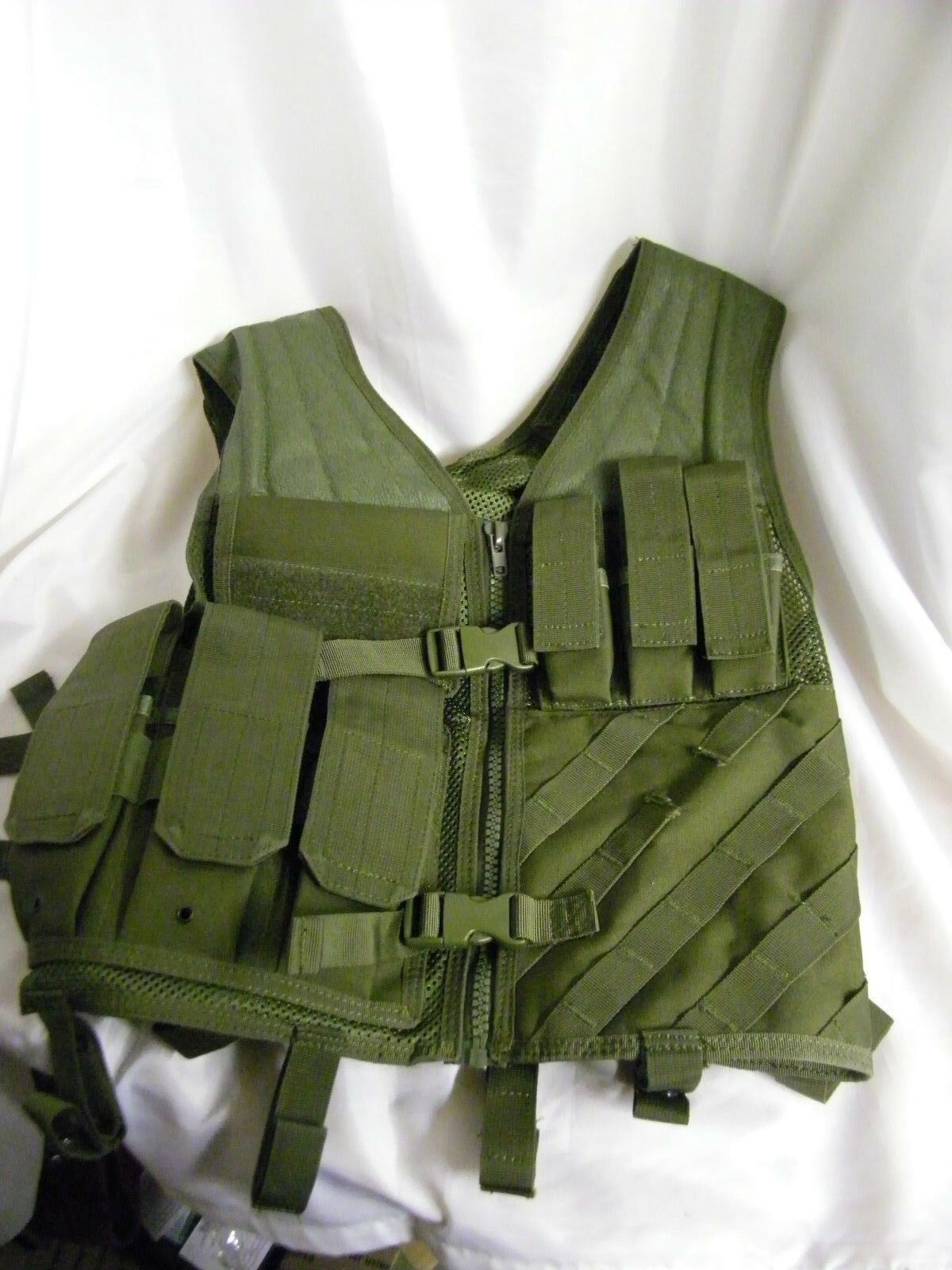 USA Tactical Vest with Pouches, Adjustable size fit M-XL Size.