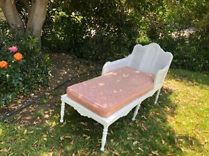 Antique white Chaise Lounge or Daybed Art Deco? Gorgeous