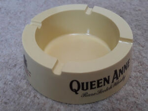 QUEEN-ANNE-SCOTCH-WHISKEY-PUB-ASHTRAY-Ex-Condition-Man-Cave-NEW-OLD-STOCK