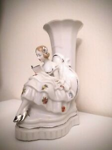 Lovely-Vtg-Japanese-White-Porcelain-Victorian-Girl-Woman-Reading-Figural-Vase