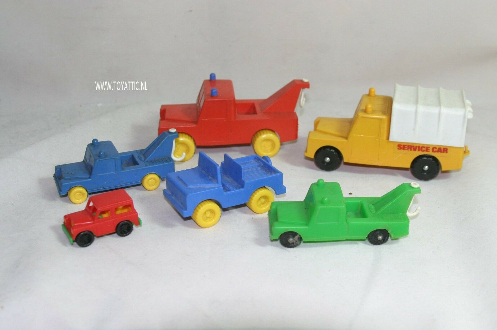 Land rover set of 6 vintage plastic cars landrover in good condition
