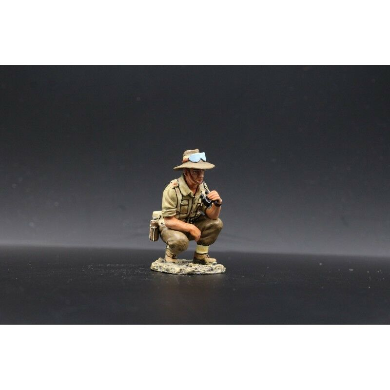KING & COUNTRY-officer infantry Australian in observation, 8th army British