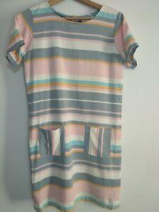 Brakeburn-Gr-10-Pink-Grau-Tuerkis-Pastell-Streifen-Kurzarm-Kleid-Taschen