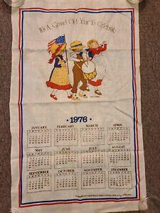 NEW-1976-Bicentennial-HOLLY-HOBBIE-It-s-A-Grand-Old-All-Linen-Calendar-Towel