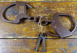Tombstone-AZ-Arizona-Territory-Old-West-Style-Iron-Brass-Tag-Handcuffs-with-Keys