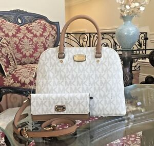 654f0eff7a9d Image is loading NWT-MICHAEL-KORS-MK-MONOGRAM-CINDY-LARGE-DOME-