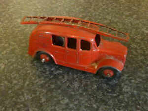 DINKY-TOYS-No-250-STREAM-LINE-FIRE-ENGINE-1954-62-RED-BODY-amp-WHEEL-HUBS
