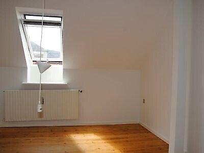 8800 vær. 2 lejlighed, m2 75, Dumpen