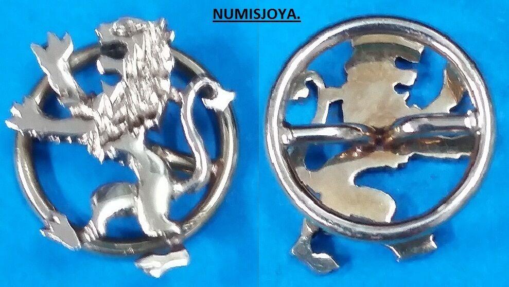 Escudo de Solapa de la CIUDAD DE LEON. gold de 18 Ktes. MANUAL. Peso 1,05 gr.