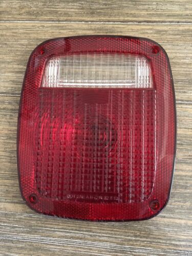 Slightly used. DOT SAE A16 RS2T13 Trailer light lens with gasket