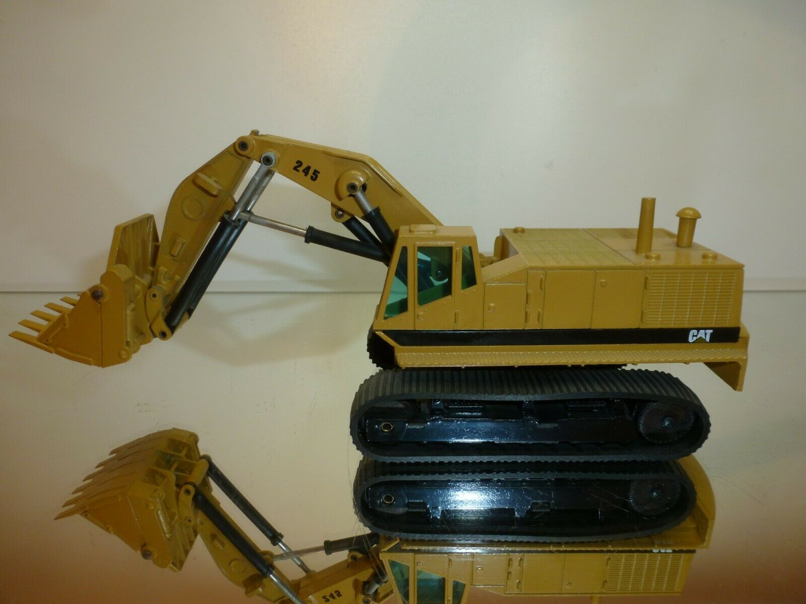NZG MODELLE 160-177 160-177 160-177 CATERPILLAR CAT 245  EXCAVATOR - MUSTARD 1 50 - VERY GOOD 8b3192