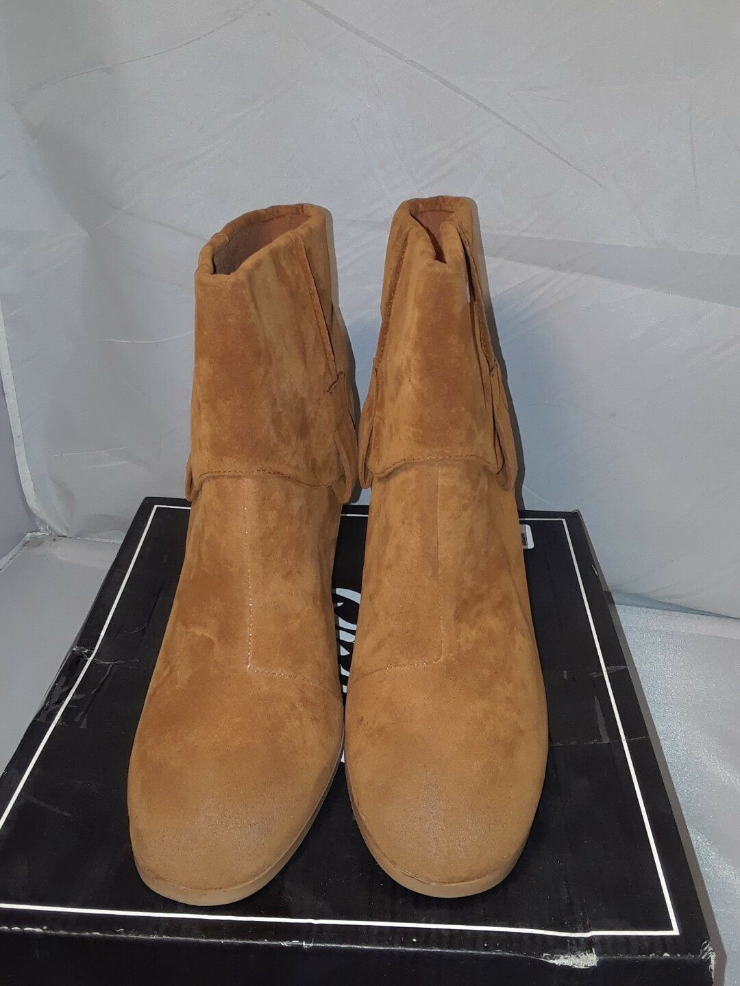 Women Qupid Wagon-05 Suede Almond Toe Western Foldover Pull On Bootie Size: 9