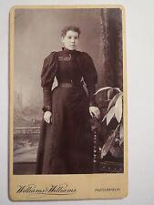 Hereford - Bristol - Cardiff - stehende Frau im Kleid - Portrait / CDV England