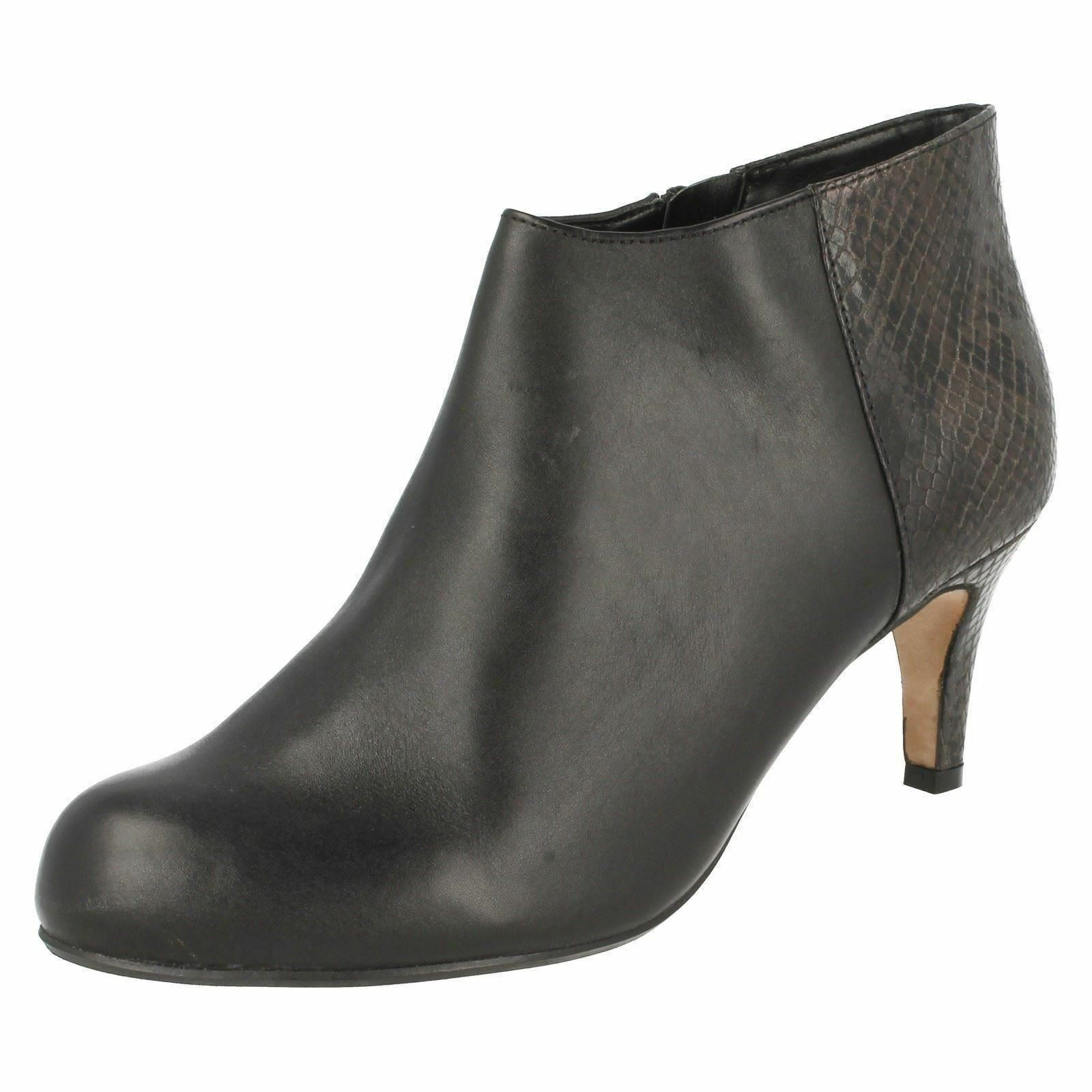 Damen schwarz Leder Clarks mit Absatz Smart Stiefeletten Arista Flirt D Einbau