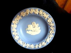 VINTAGE-WEDGWOOD-ANGELS-PIN-DISH-DIAMETER-11cm-MADE-IN-ENGLAND-CHARIOT