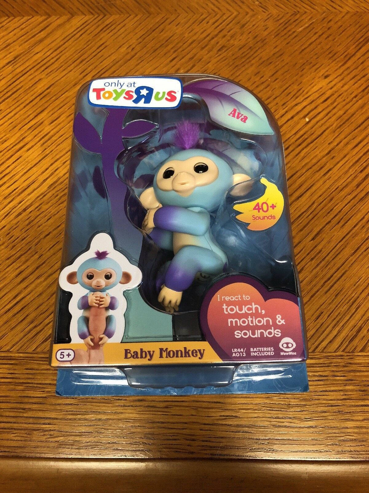 "Fingerlings baby monkey Toys ""R"" Us Exclusive (Free 2 Day Shipping )"