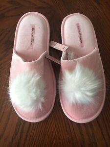 bff731d8e7 Victoria s Secret Pom-Pom Slippers NWT Pink Size L(9-10)  29.50
