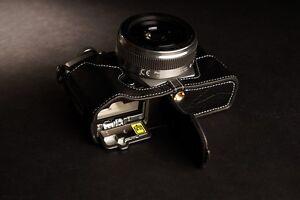 Genuine-real-Leather-Half-Camera-Case-bag-for-Olympus-OM-D-E-M5-II-M2-Black-Open