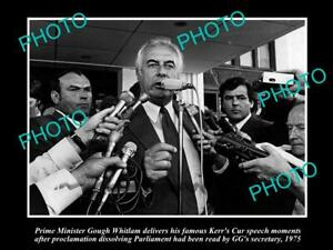 OLD-8x6-HISTORICAL-PHOTO-OF-GOUGH-WHITLAM-GIVING-HIS-039-KERRS-CUR-039-SPEECH-1975