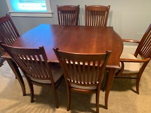 Richardson Brothers Solid Wood Dining Table With Chairs Dark Cherry Finish Ebay