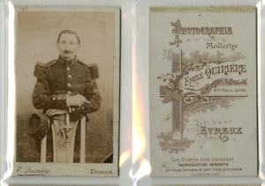 E. Quirière, Un militaire pose CDV vintage albumen carte de visite,  Tirage al