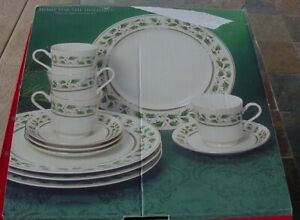 Holly-Holiday-Christmas-Dinnerware-Holly-amp-Berries-12-Pc-Place-Setting-w-Box