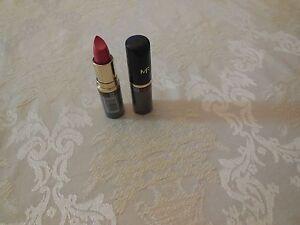 Max-Factor-Moisture-Rich-Lipstick-Refined-Rose-405