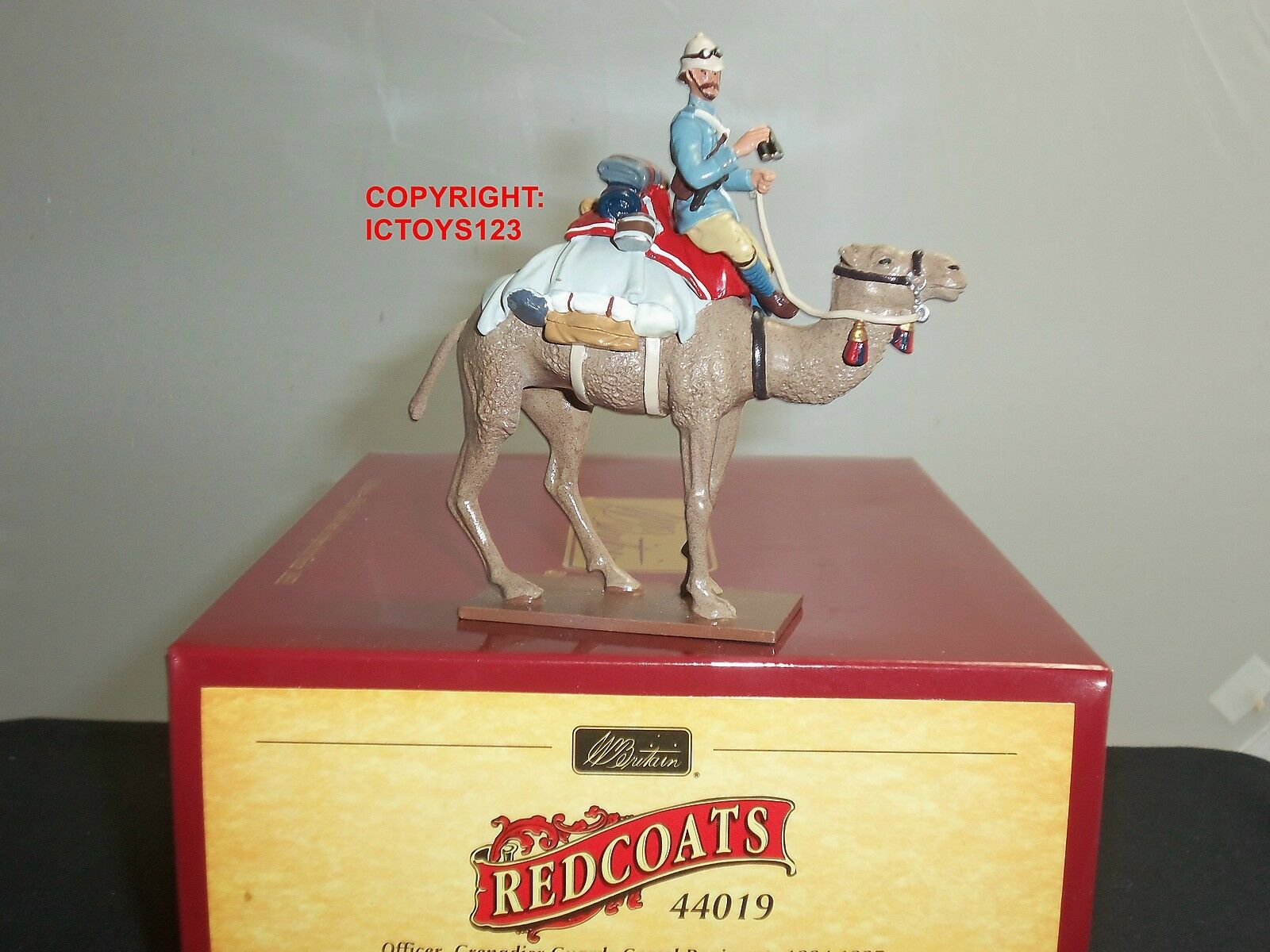 BRITAINS 44019 REDCOATS BRITISH GRENADIER GUARDS MOUNTED ON CAMEL TOY SOLDIER