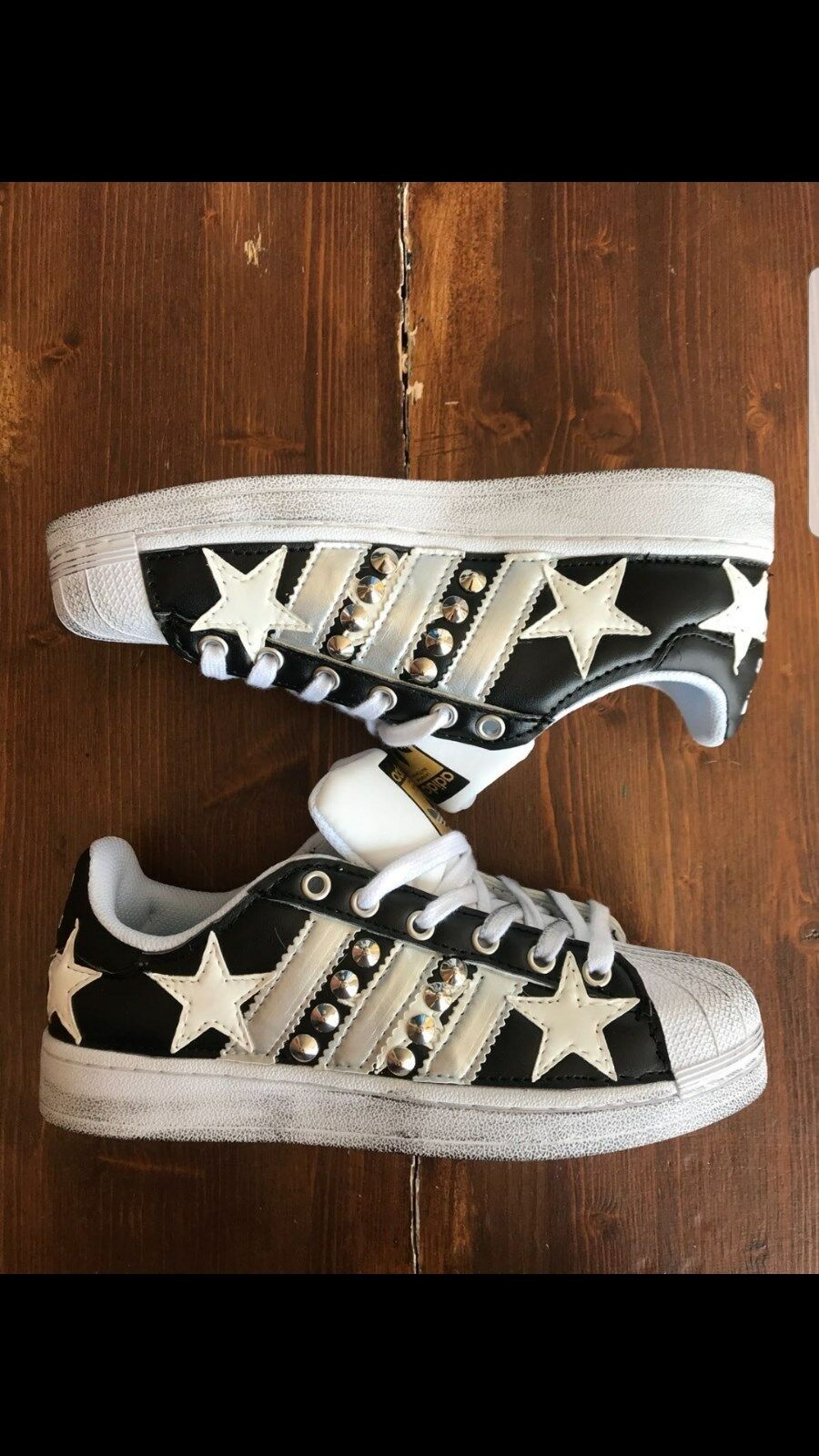 zapatos e adidas superstar con borchie e zapatos pelle nera con stelle in pelle bianca 845067