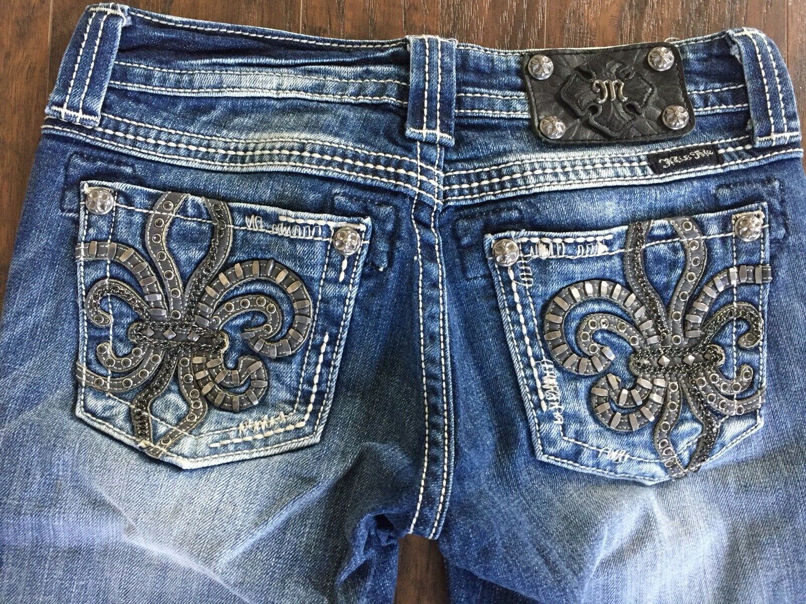 Miss Me Capris Sz 26 Beautiful Detail Fleur De Lis Must See
