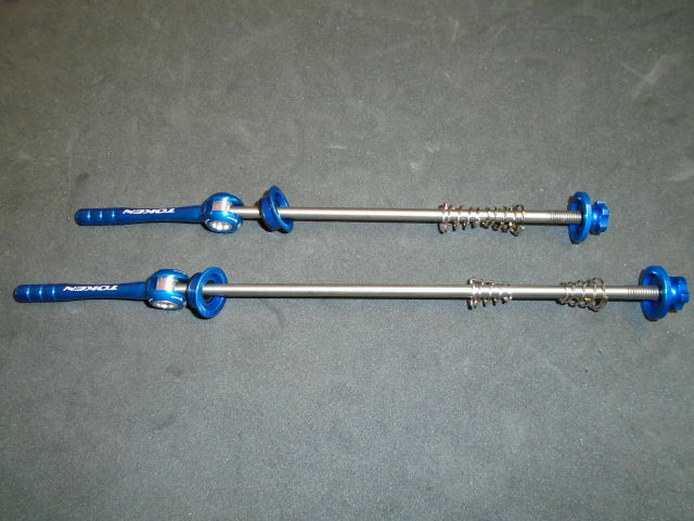 TOKEN BICYCLE SKEWERS, FOR MTB OR CYCLOCROSS BIKES, TITANIUM, BLUE, NEW
