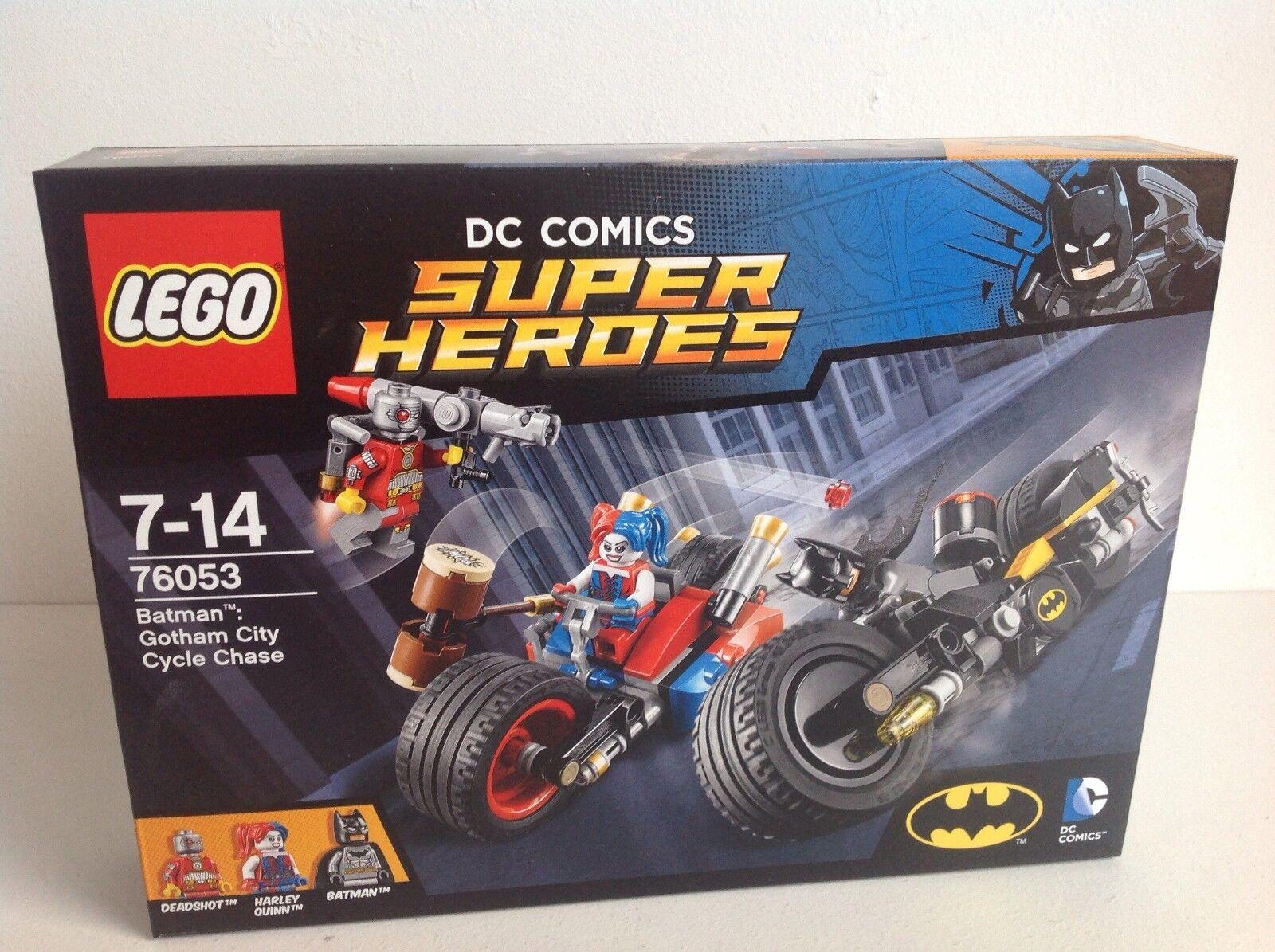 LEGO Super Heroes 76053 Batman Gotham City Cycle Chase with 3 Mini Figures.