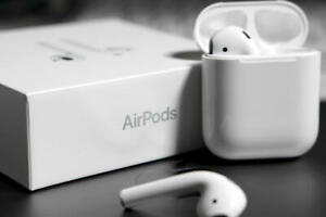 Apple-AirPods-2nd-Generation-with-Charging-Case-MV7N2AM-A-White