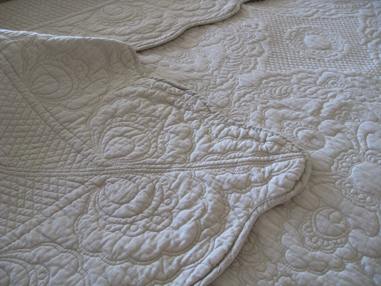 6 pc taupe embroiderot quilt, bedspread,  duvet, coverlet in King Queen & Double