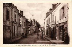 CPA-Chateaurenault-La-Rue-de-la-Republique-611886