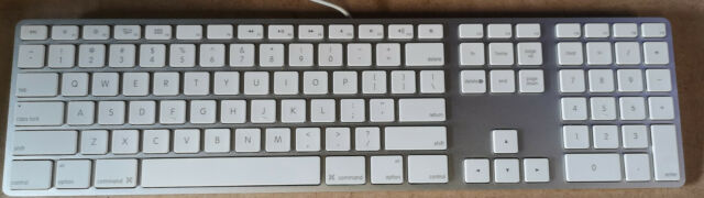 apple wired keyboard with numeric keypad a1243 for sale online ebay. Black Bedroom Furniture Sets. Home Design Ideas
