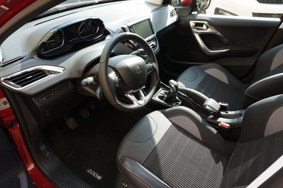 Peugeot 2008 1,5 BlueHDi 100 Privé Diesel modelår 2019 km