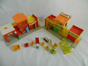 Vintage-1970-039-s-Fisher-Price-Play-Family-Village-997