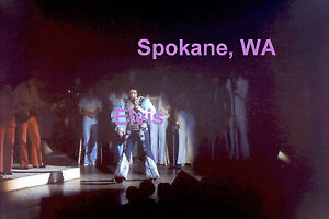 ELVIS-PRESLEY-WITH-BAND-amp-BACK-UP-SINGERS-SPOKANE-WA-4-27-76-PHOTO-CANDID-D