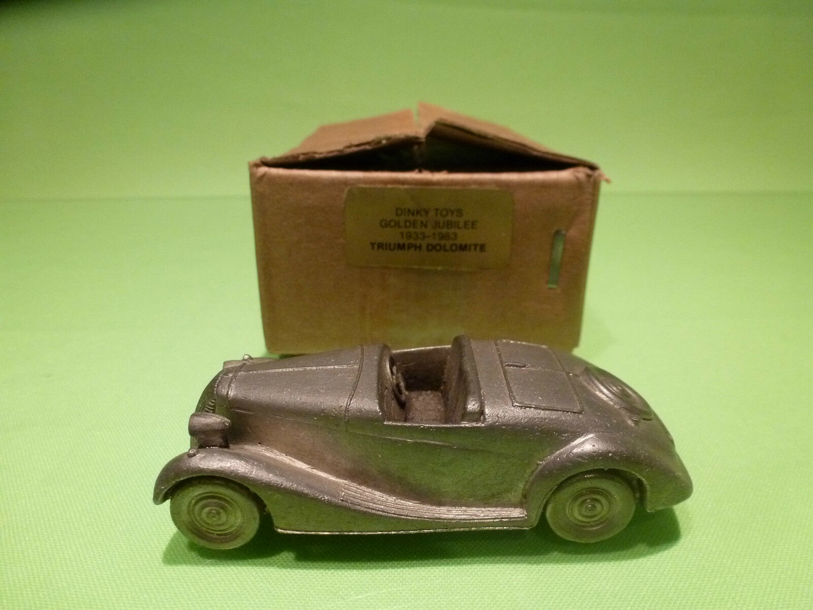 DINKY TOYS TRIUMPH DOLOMITE goldEN JUBILEE 1933 1983 - RARE SELTEN - GOOD IN BOX