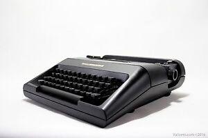 Black OLIVETTI LETTERA 35 - vintage working typewriter