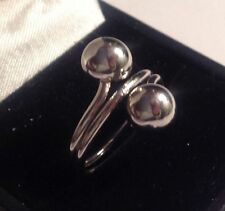 bague moderne en métal rodié stainless 2 perles en panier taille 53