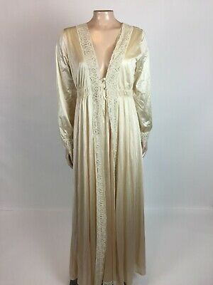 Size Petite Pristine condition Lovely vintage Miss Elaine light blue  with stretch ecru lace nylon nightgown Excellent condition.