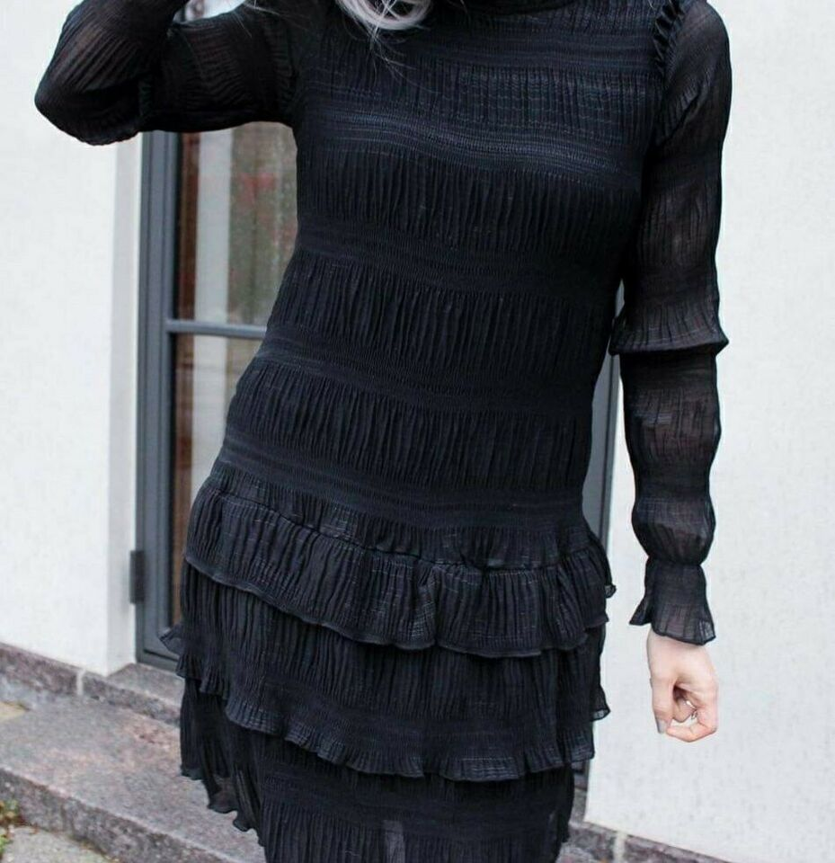 Anden kjole, Neo Noir, str. S