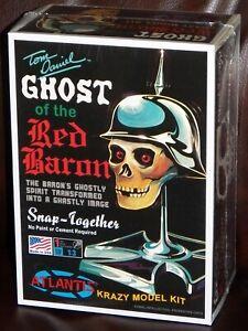 Atlantis-M220-Tom-Daniels-Ghost-of-the-Red-Baron-Skull-plastic-model-kit-1-3