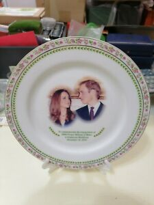 Willie-2010-England-William-amp-Catherine-Royal-Doulton-Limited-Edition-Plate