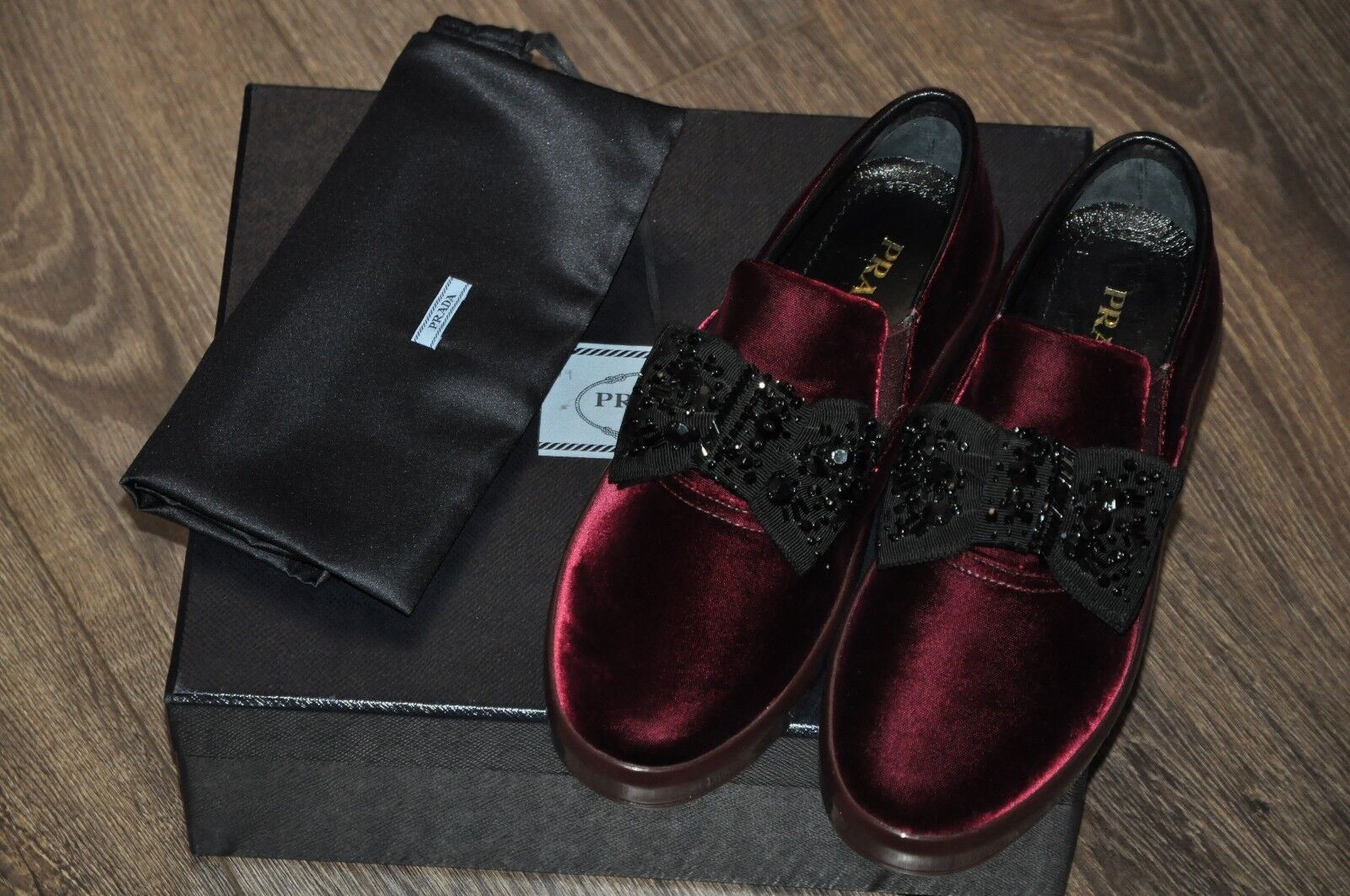 AUTHENTISK ny PRADA BURGGUNDY VÅR SLIP -ON skor, EU39  US8.5