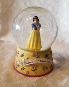 "Disney   "" SNOW WHITE ""  Musical Snow Globe ENESCO  WORKS GREAT"