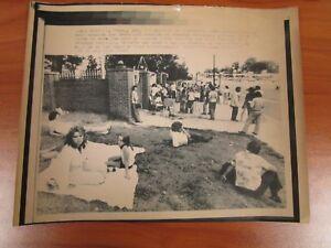 Vintage-Wire-AP-Press-Photo-The-King-Elvis-Presley-Graceland-Mansion-Exterior-7